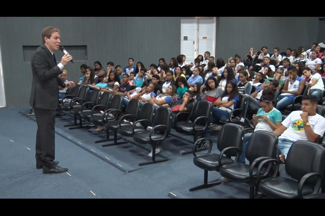 PCJE discute o voto consciente com estudantes
